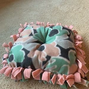 CUSTOMIZABLE- Cat bed (fleece tied and tufted)